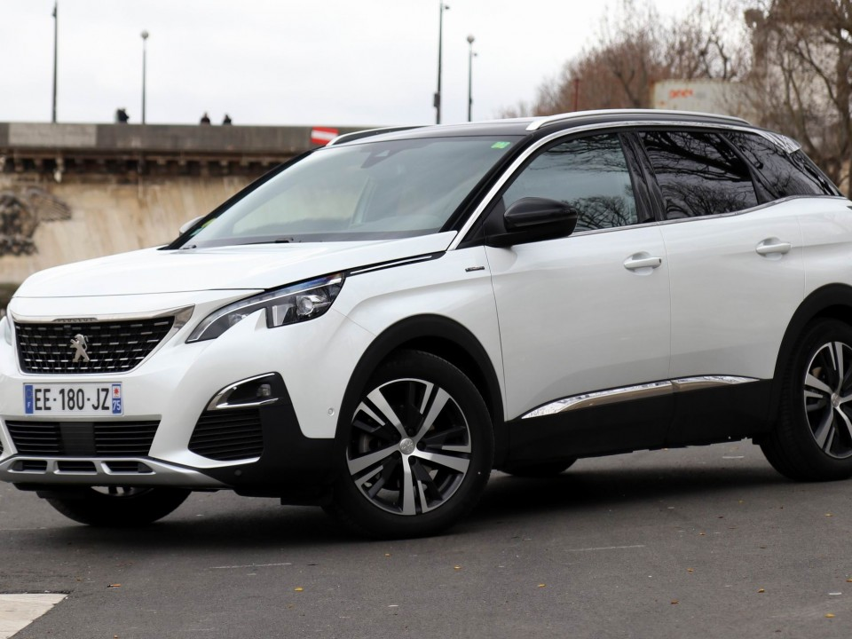 Peugeot 3008 blue hdi 120 allure exclusivauto for Interieur 3008 allure