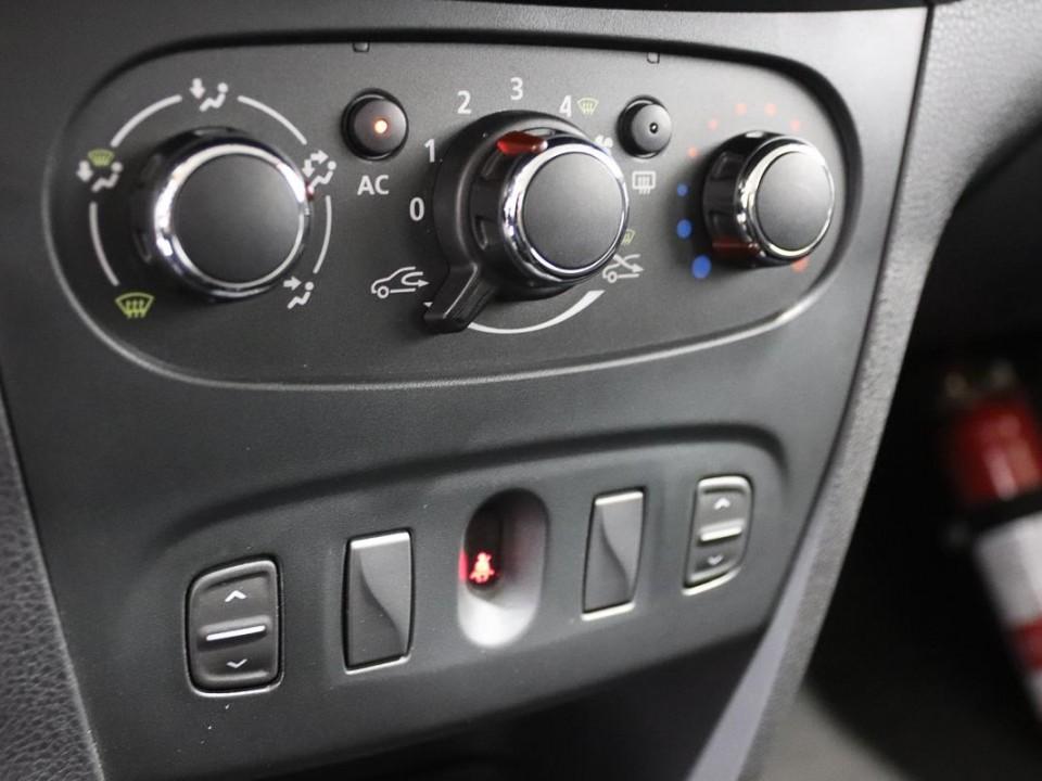 Dacia-Logan-444462-16
