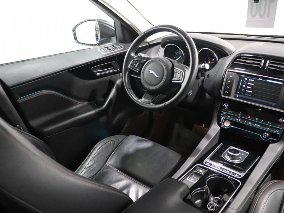 Jaguar-FPace-046248-13
